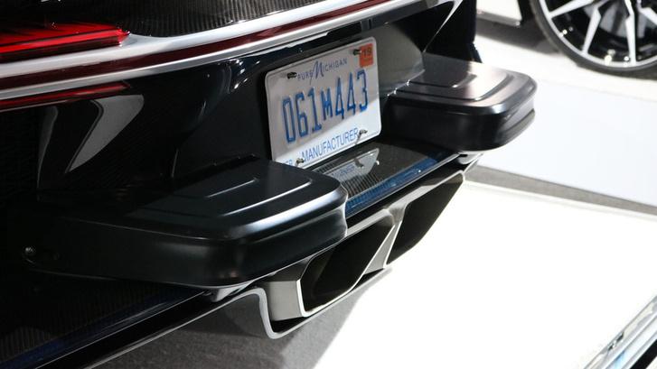 bugatti-chiron-us-spec-at-2017-new-york-auto-show