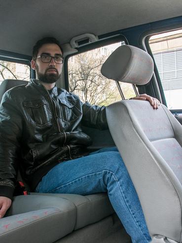 180 centi fölötti sofőrnél kezdődnek a gondok, ha hátra sem alacsony ember ül