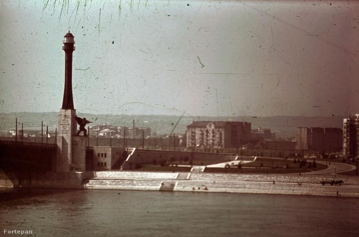 Petőfi (Horthy Miklós) híd budai hídfő, Haditengerészeti Hősi Emlékmű 1942-ben