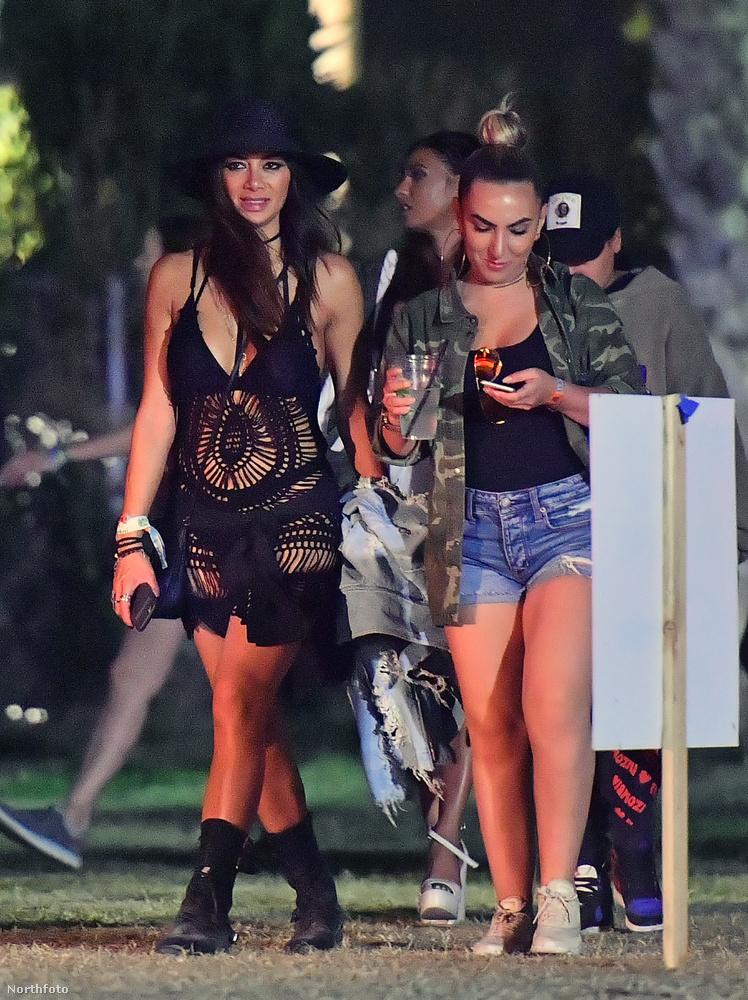 Ez a fekete necces stílus nagyon megy az idén, Nicole Scherzinger is ilyenben volt a Coachellán.