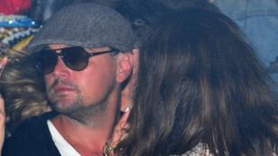 Leonardo DiCaprio és Orlando Bloom modellek gyűrűjében nyomult a Coachellán