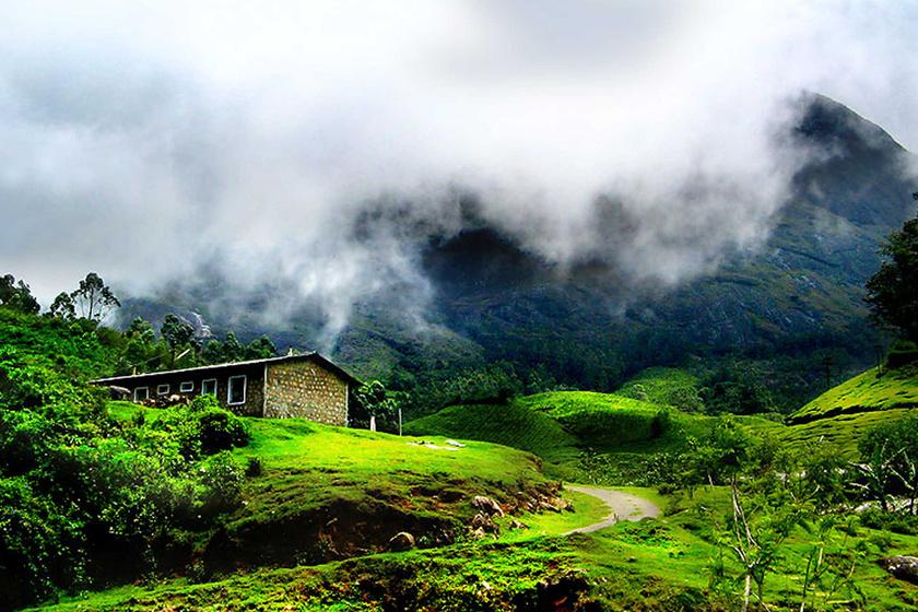 Indiában, Kerala államban, Munnar falu közelében számtalan ilyen világtól elzárt házikó, illetve szállás található. Nemcsak helyiek laknak ezekben, de a nyugati világból is sokan érkeznek ide a nyugalom és meditáció jegyében.