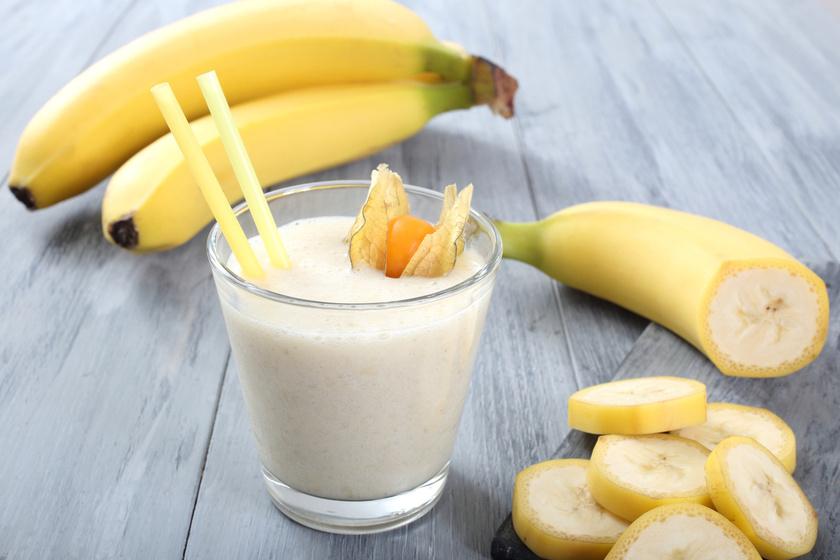 A finom és kalóriaszegény turmixhoz egy almát egy banánnal és három deciliter natúr joghurttal vagy kókusztejjel turmixolj össze, és ízesítsd egy pici fahéjjal.