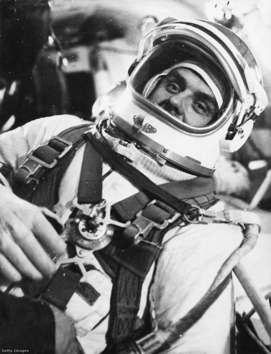 1967: Komarov űrruhában, a Szojuz-1 küldetésre készülve.