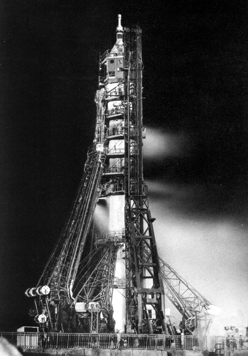 1967. április 23. A Szojuz-1 startja.
