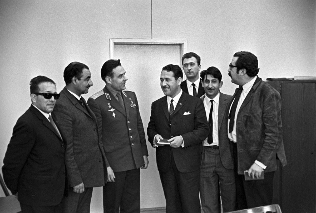 1966. július 1., 10 hónappal a végzetes űrrepülés előtt: Komarov chilei újságírókkal találkozik.