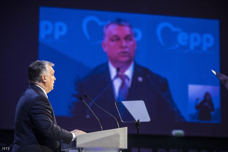 Orbán Viktor az EPP kongresszusán 2017. tavaszán