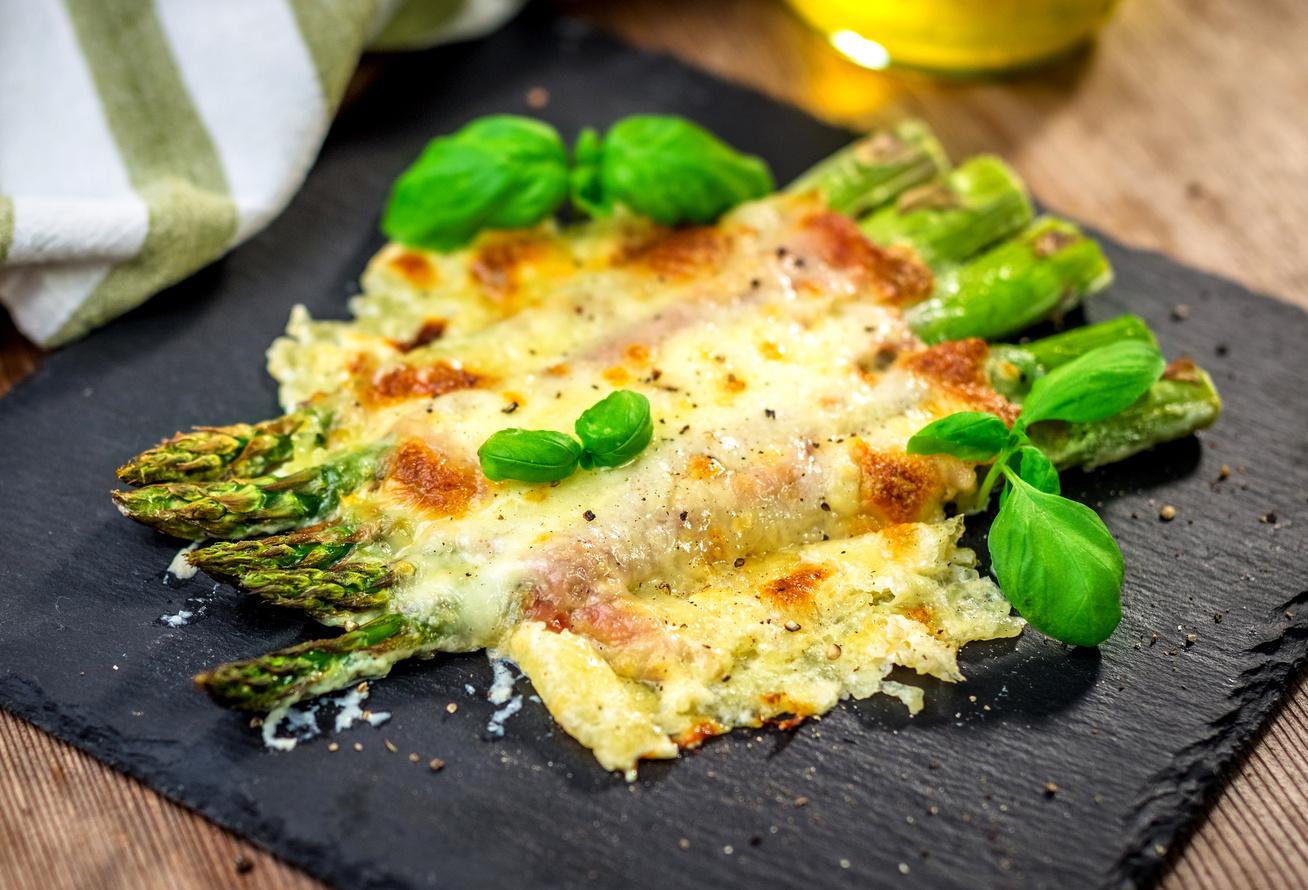 baconos-sajtos-sparga