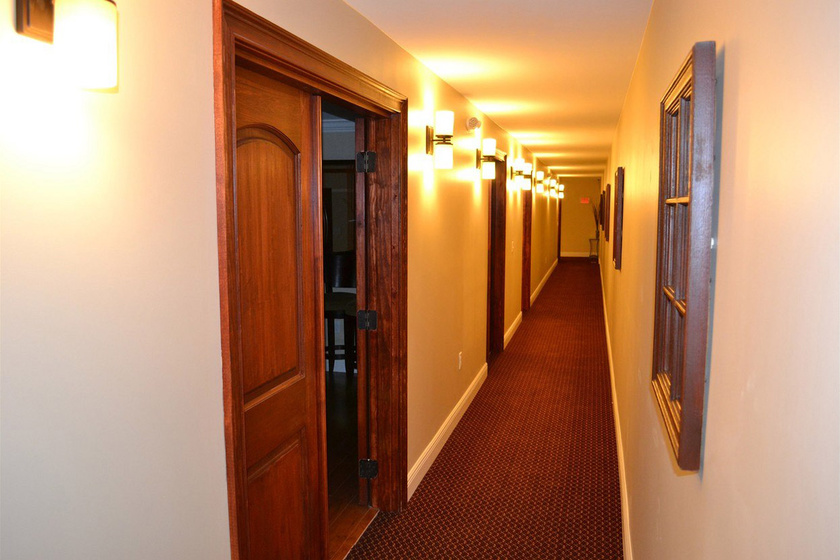 Mintha egy szálloda folyosóján járnál.