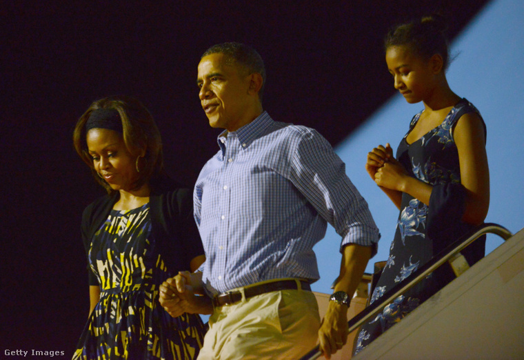 Michelle és Barack Obama így szállt le az Air Force One-ról még 2013-ban.