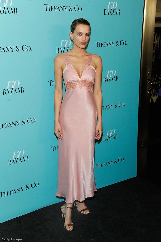 A múlt héten is láttunk egy hálóingszerű ruhát, ezúttal Lily Donaldson szállított egyet
