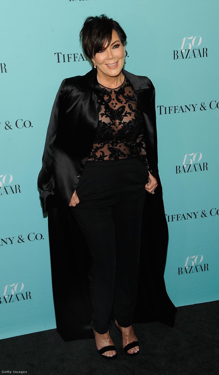 Kendall Jenner anyukájával jött el, Chris Jennerrel, aki ugye a Kardashian-klán nagyasszonya.