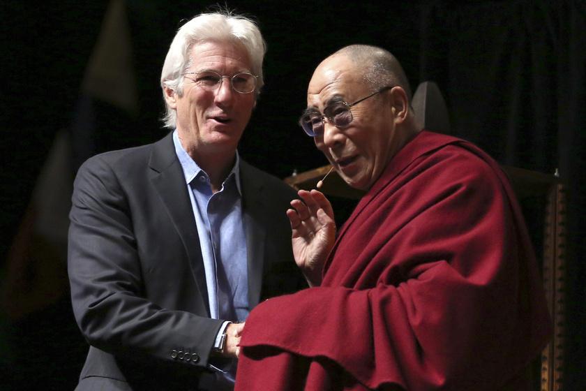 Richard Gere a dalai lámával is jó barátságot ápol, ami a karrierjének nem tesz jót