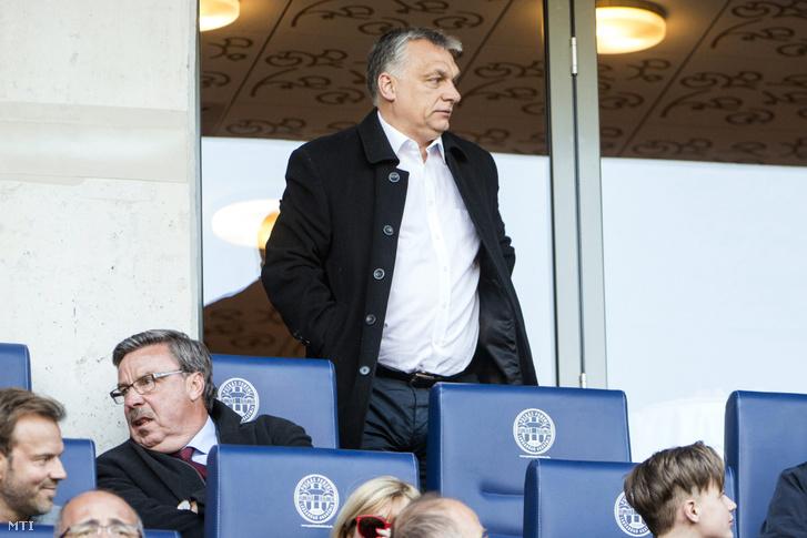 Orbán Viktor miniszterelnök a labdarúgó OTP Bank Liga 25. fordulójában játszott Videoton FC - Vasas mérkõzésen a felcsúti Pancho Arénában 2017. április 8-án.