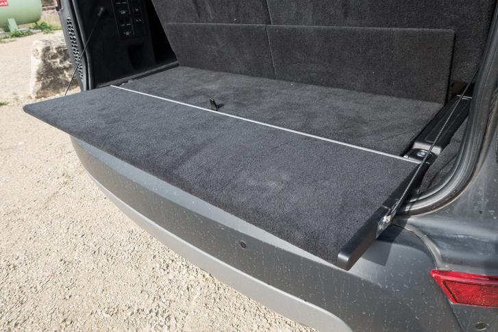 Ez a motoros rakodóasztalka. 300 kg-ot bír