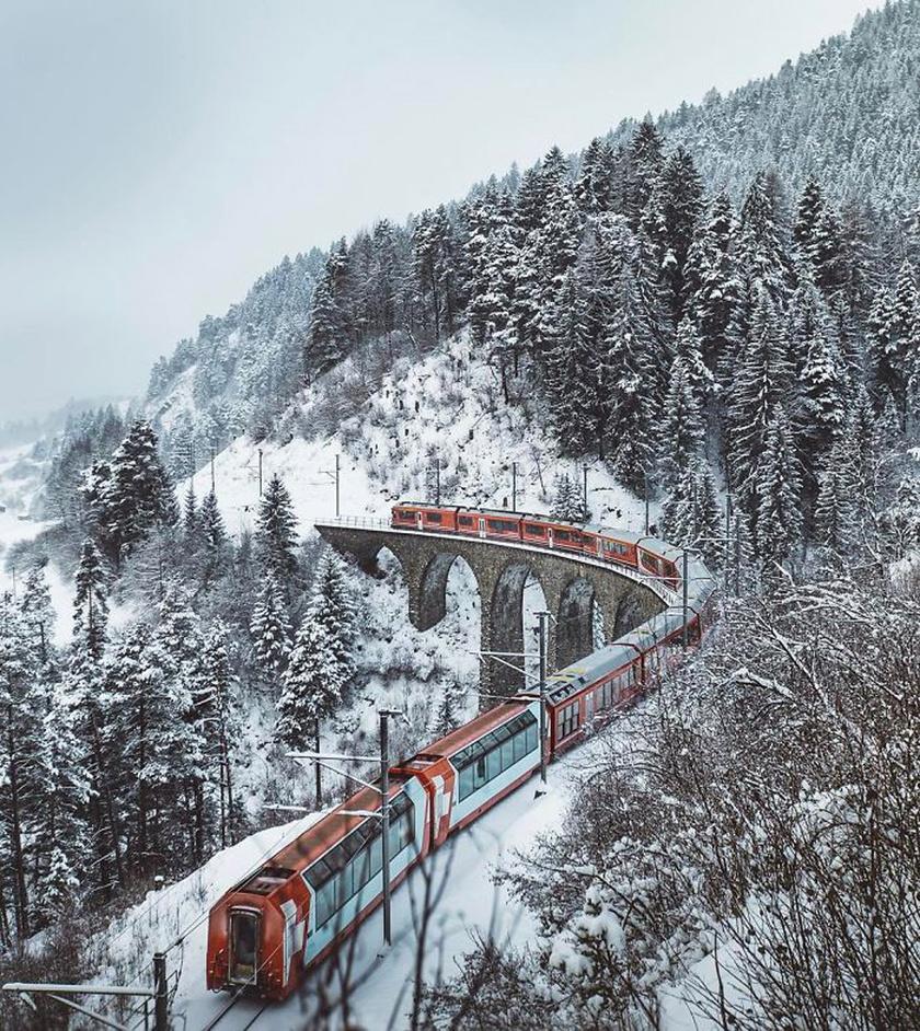 A Landwasser viadukt egy 65 méter magas és 136 méter hosszú vasúti híd.
