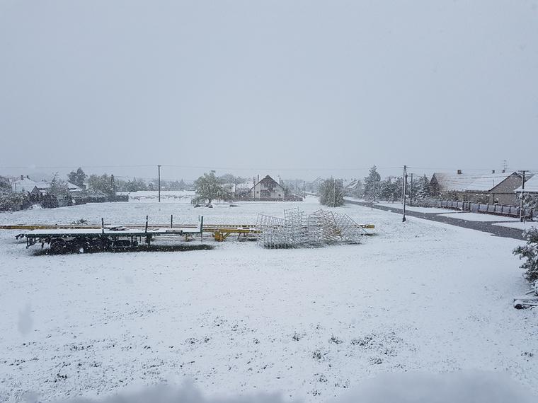 Hozzánk pedig április közepén meg is érkezett a tél, újra