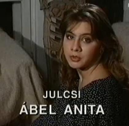 Végül evezzünk hazai vizekre.Ábel AnitaMindenki kiscsibéje, azaz Julcsija volt, illetve, most is az, hiszen a Szomszédok reneszánszát éli