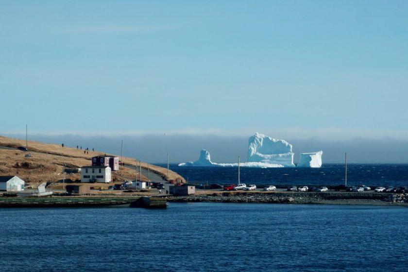 A gigantikus jéghegyet már a távolból is képtelenség nem észrevenni.