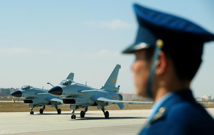Nagyfokú készültségbe helyezték a kínai légierőt