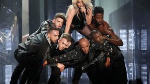 Lady Gaga diktátornak öltözött a Coachella második hétvégéjén