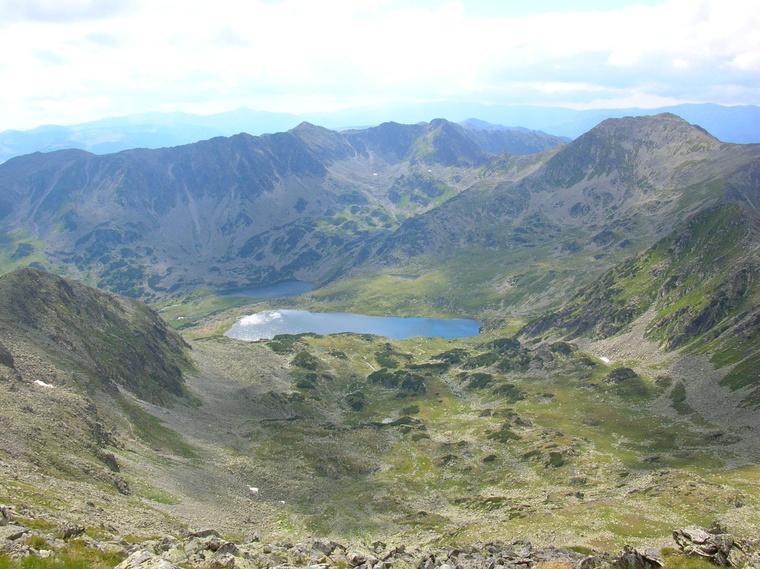 A lavina a Bucura tó és a Peleaga csúcs között indult el.