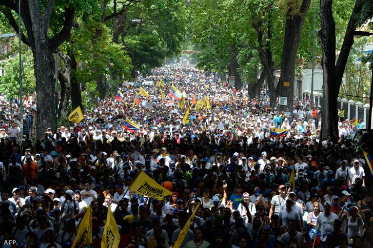 Nicolas Maduro ellen tüntettek