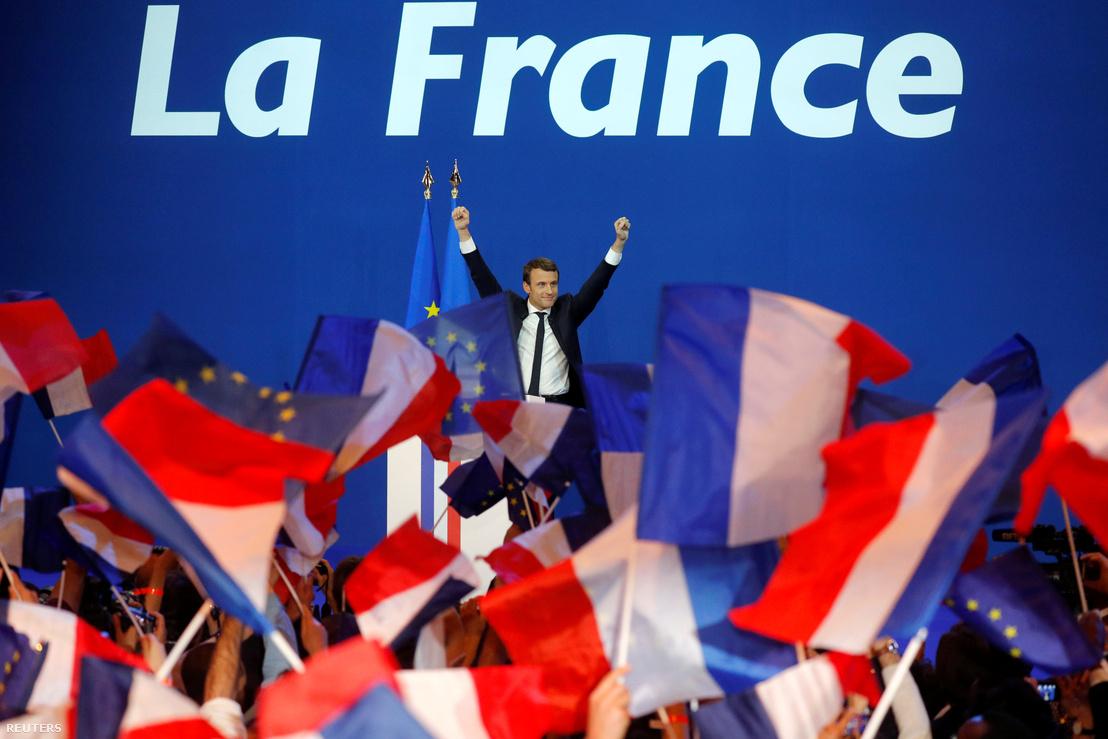 Emmanuel Macron ünnepli az első forduló megnyerését