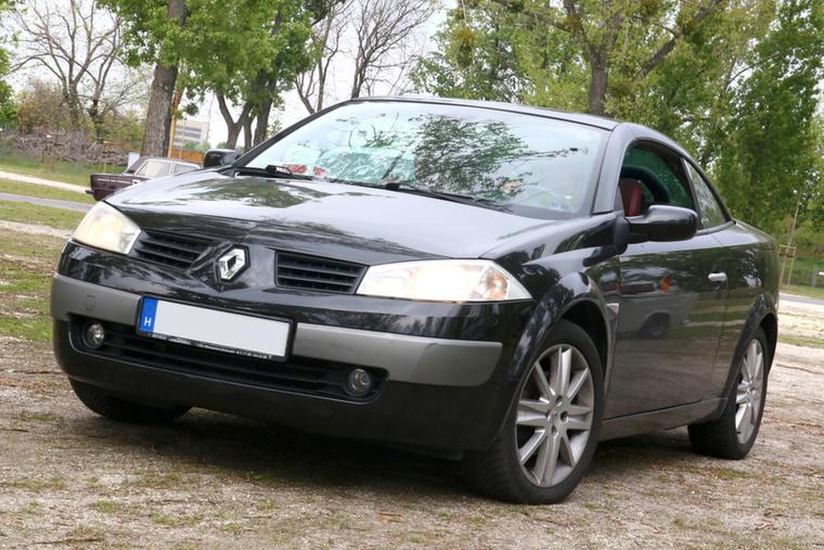 A Renault Mégane CC-vel egy hölgy érkezett