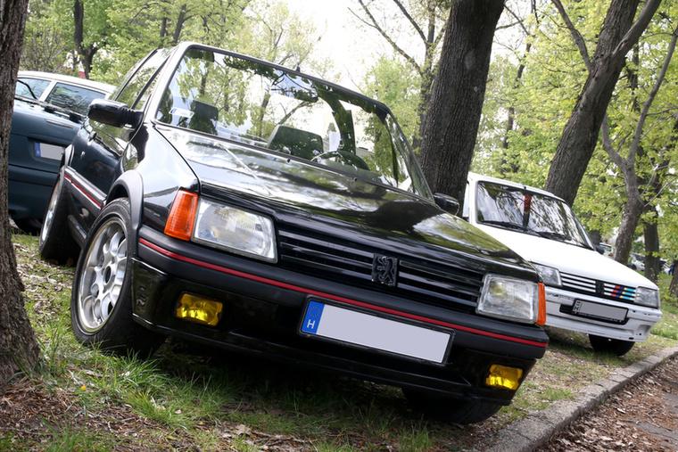 Ha már a Rulettkerék-Peugeot nem jutott ki, itt egy ízléses kabrió