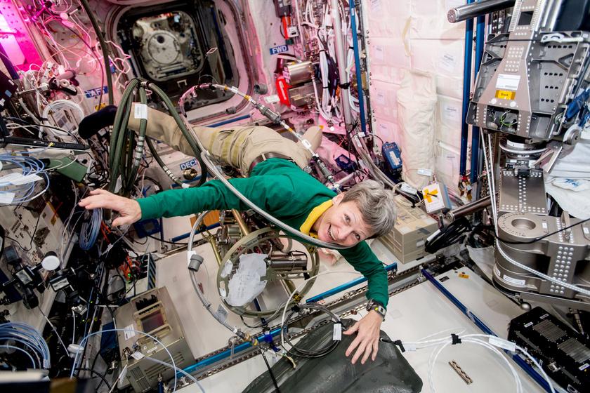 Peggy Whitson február 9-én ünnepelte az 57. születésnapját, ezzel ő lett minden idők legidősebb aktív női asztronautája.