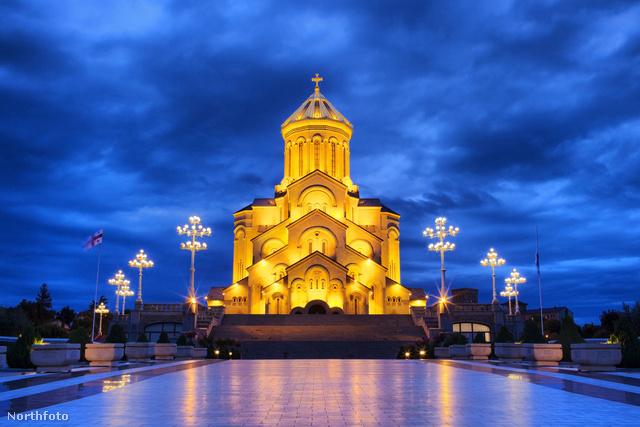 A Szentháromság templom éjszaka – megkapó látvány