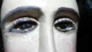 Szinkronban pityeregtek a hívek a paraguayi Szűz Mária-szoborral