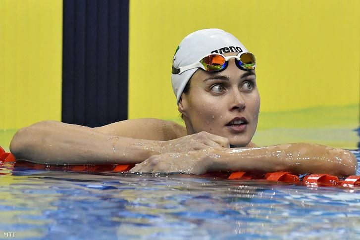 A győztes Jakabos Zsuzsanna a 200 méteres pillangóúszás döntője után az úszók országos bajnokságán a Debreceni Sportuszodában 2017. április 19-én.