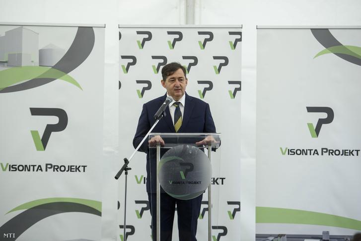 Mészáros Lőrinc a Visonta Projekt Kft. tulajdonosa beszédet mond a cég búzafeldolgozó üzemének alapkőletételén