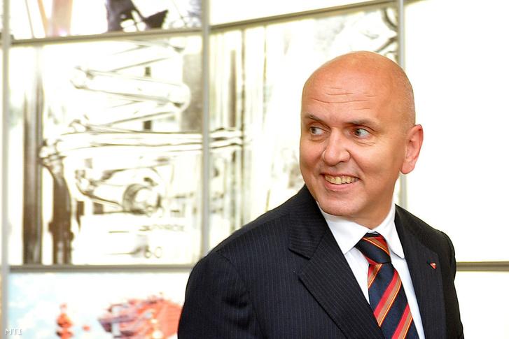 Világi Oszkár a Mol közgyűlésén, ahol a Slovnaft igazgatójaként a Mol igazgatósági tanácsába választották.