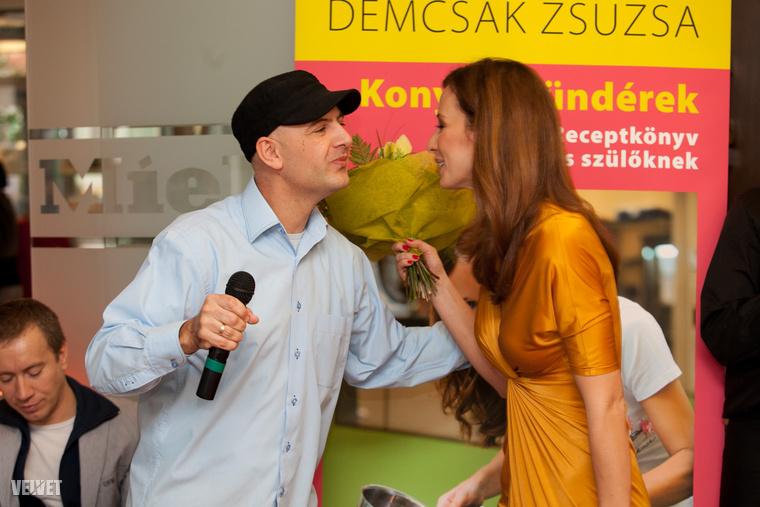 Pedig mint kiderült, Vujity Tvrtkótól kért segítséget az ügyben.