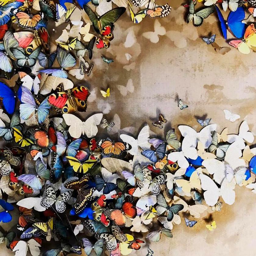 Maria nagyon szereti a pillangókat, ezért kezdett el ilyen formákat kivágni, amikor szomorú volt.
