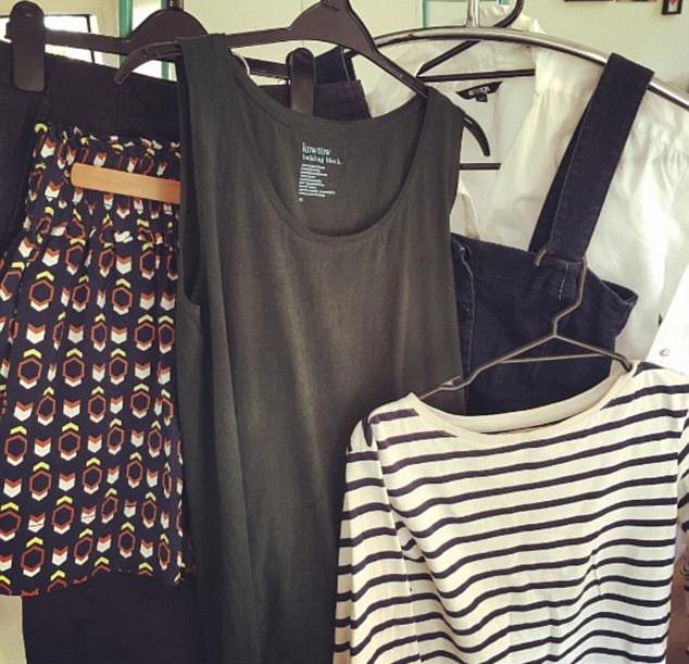 Íme, a ruhadarabok, amiket Frederique hat napig hordott.