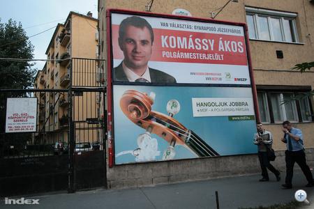 Komássy Ákos, VIII. kerületi (Józsefváros) polgármesterjelölt óriásplakáton
