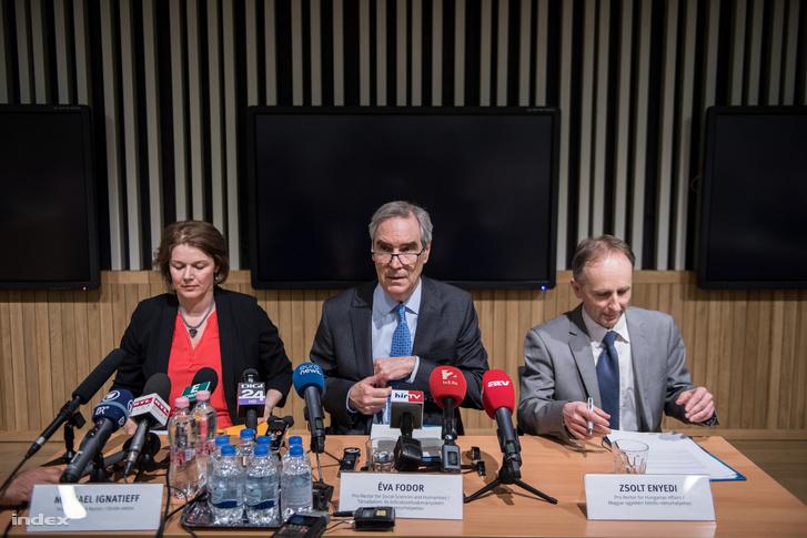 Fodor Éva, Michael Ignatieff és Enyedi Zsolt, a CEU vezetői.