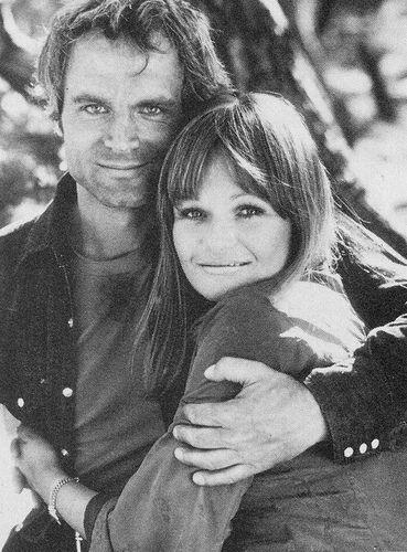 Terence Hill feleségének leánykori neve Lori Zwicklbauer.