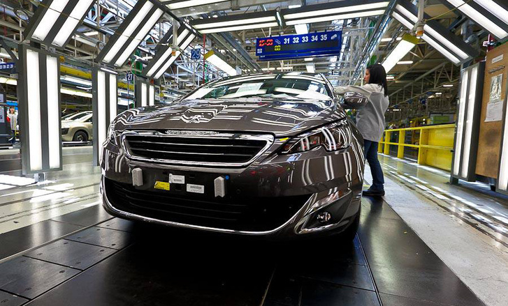 peugeot 308 on production line