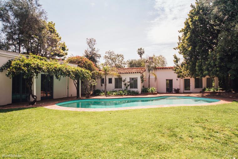 A fotósorozatnak köszönhetően, most ön is megnézheti közelebbről a négy hálószobás és három fürdőszobás luxuslakást Los Angelesben, Brentwoodban, az eredeti 1929-es Haciendával