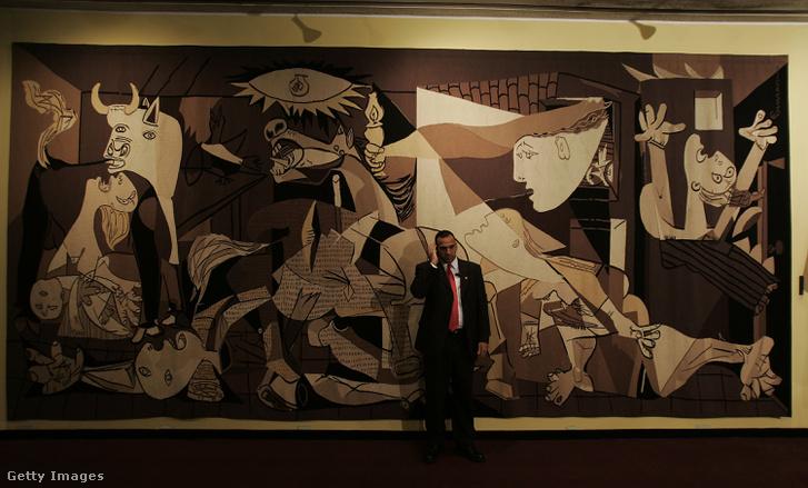 Picasso képének replikája a New York-i ENSZ székházban.