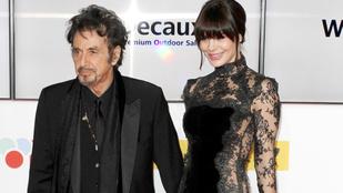 Al Pacino leplezetlenül csöcsörészte 39 évvel fiatalabb barátnőjét