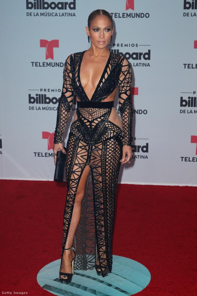 Jennifer Lopez április 27-én a Billboard Latin Music Awards nevű díjátadóra ment, amire nyomós oka volt, hiszen több kategóriában is jelölték.