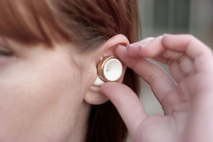 Hangerőszabályzó gomb a füleknek - sokan csak így emlegetik a hasznos kis szerkezetet. A találmányhoz jelenleg a Kickstarter.com-on gyűjtenek pénzt, az adományok mára elérték a 163 ezer eurót.