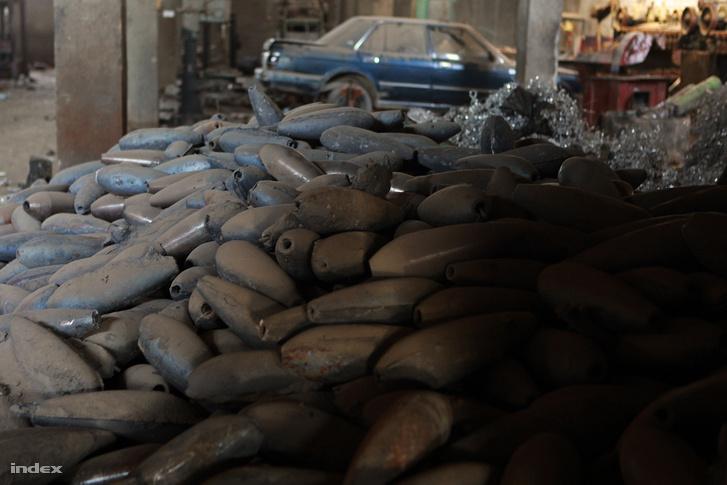 Az ISIS elhagyott bombagyára Moszulban