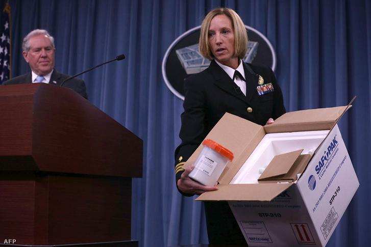 Az amerikai védelmi minisztérium 2015-ben bemutatta, miképp szállítják a lépfenemintákat